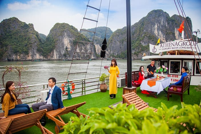Ha Long Sen Cruise Lunch
